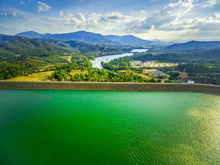 Aerial view of Lake Eildon dam and Goulburn River in Australia 스톡 콘텐츠
