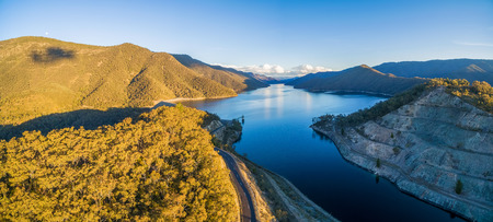 Aerial view of Talbingo reservoir and beautiful hills at sunset. NSW, Australia Banco de Imagens