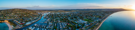 Wide aerial panorama of luxury coastal suburb on Mornington Peninsula and Port Phillip Bay at sunset. Safety Beach, Melbourne, Australia Imagens