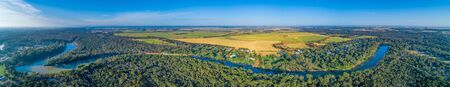 Wide aerial panorama of long stretch of Murray River in scenic countryside Imagens