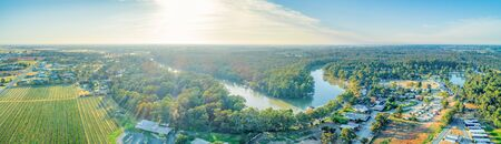 Sunset over the iconic Murray River and scenic countryside in Australia Stockfoto