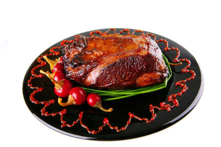 palate: roast beef meat served on black palate with peppers