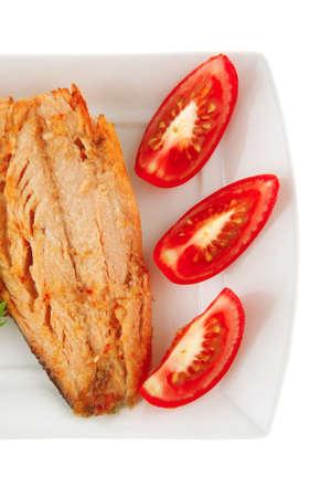 chinook: formaggio su piastra bianca con pomodori e Chinook bistecca