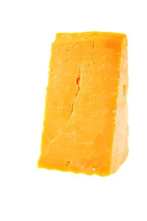 queso rayado: pedazo de queso cheddar aislado en un fondo blanco Foto de archivo
