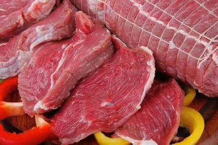Brocken: frisch gegartem Fleisch Chunk auf Holzbrett