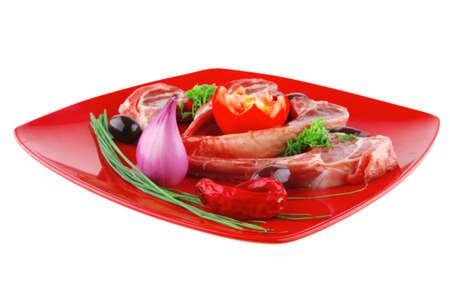 adn: las costillas que se presentan en placa roja con tomate verde ADN