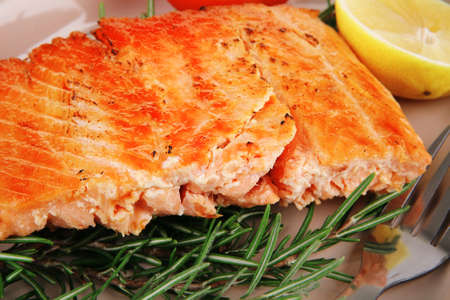 fillet: food: grilled salmon on big glass plate on wooden table