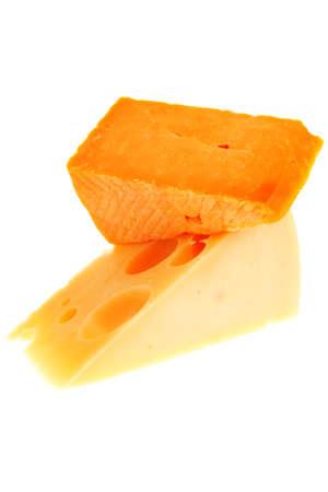 queso rayado: dos quesos gourmet franc�s amarillas aisladas sobre fondo blanco