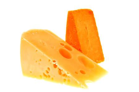 queso rallado: dos piezas de quesos gourmet franc�s aislado sobre fondo blanco