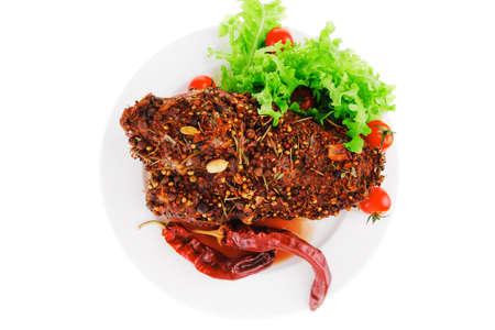 Brocken: Fleisch Chunk und Salat auf einem wei�en Teller