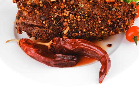 Brocken: Fleisch Chunk und Salat auf wei?em Teller