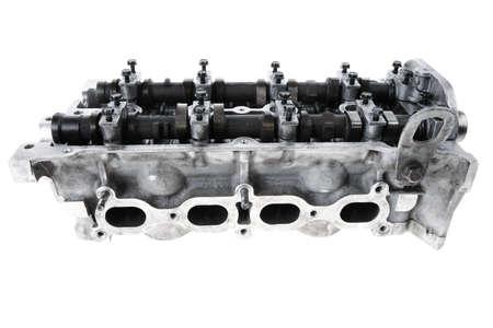 poleas: motor de la cabeza de cuatro cilindros del motor de autom�viles usados ??verdadero aislado m�s de fondo blanco