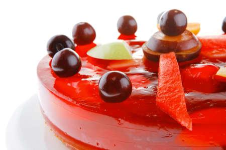 gelatina: pastel de dulce jalea rojo frío con la cereza