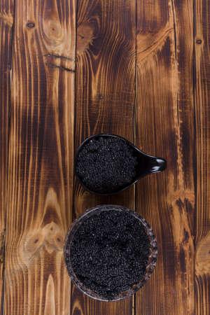 fresh raw black sturgeon hausen caviar in white crystal bowl on wooden background Stock fotó - 97206786