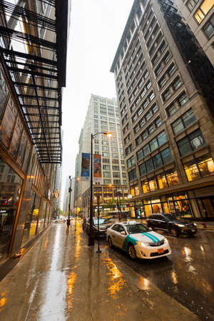 West Monroe Street in Chicago on a rainy evening. Редакционное