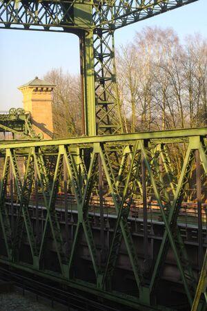 hijsen: schepen hijsen in het zonnige winterse zon, Industrieel monument in de buurt van Dortmund