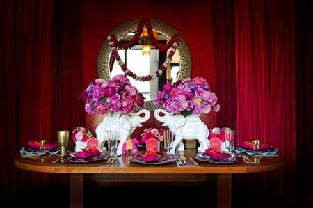 인도보다는 weding위한 아름다운 테이블 설정의 이미지 스톡 콘텐츠 - 10880353