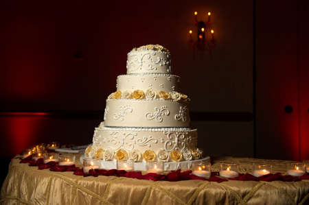 Image of a beautifully decorated wedding cake photo