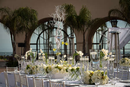 a beautifully decorated wedding table Imagens