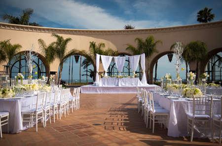 a beautifully decorated outdoor wedding venue Standard-Bild