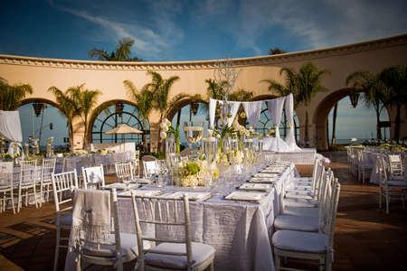 아름답게 장식 된 결혼식 장소