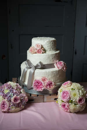 topper: Wedding cake with gray ribbon and pink floral decor