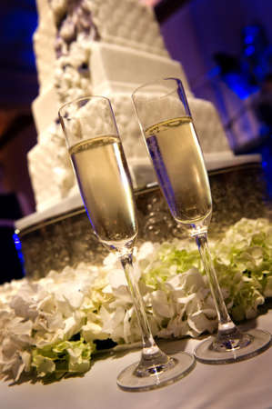 champagne flutes: Image of toasting champagne flutes at a wedding