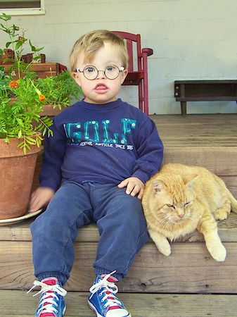 little boy sitting with cat