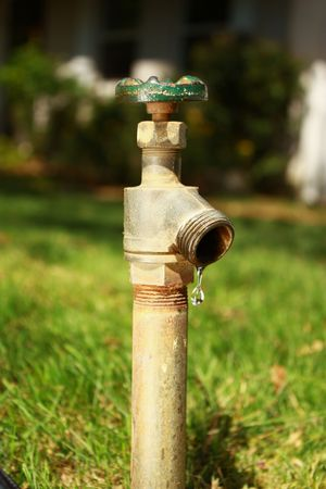 Water faucet with drip