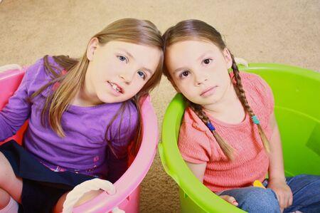 Twee meisjes spelen Stockfoto