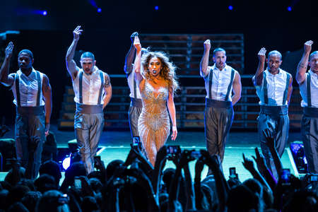 Jennifer Lopez on a concert with dancers