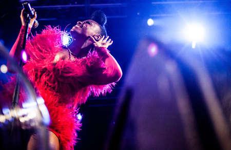 Britse trip-hop band Morcheeba presteren levend bij Arena club, Moskou, Rusland.