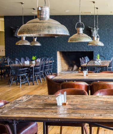 Interieur van modern restaurant. Beeld getinkt in retro stijl