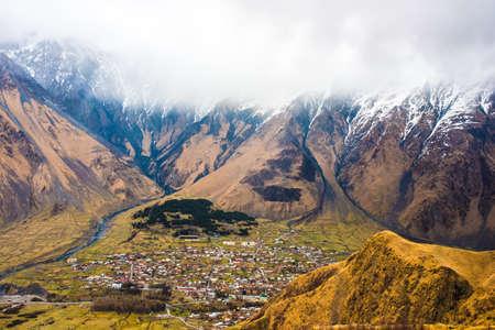 Stepantsminda village in Caucasus mountains near mount Kazbek (Kazbegi), Georgia 版權商用圖片