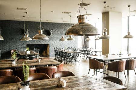 モダンなレストランのインテリア。レトロなスタイルでトーンの写真