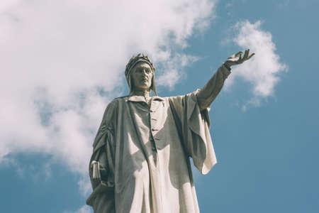 dante alighieri: Statue of Italian poet Dante Alighieri in Naples, Italy