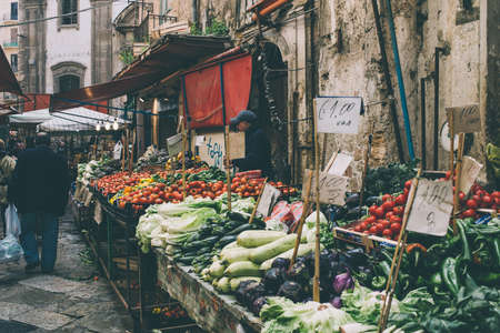 PALERMO, ITALY - MARCH 13, 2015:  Grocery shop at famous local market Ballaro in Palermo, Italy. Toned picture Stok Fotoğraf - 39070238