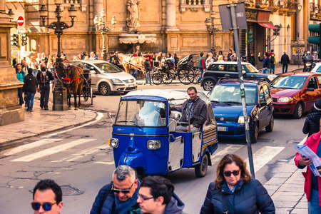 vittorio emanuele: PALERMO, ITALY - MARCH 14, 2015: Transport traffic on intersection of Via Roma and Via Vittorio Emanuele in Palermo, Sicily