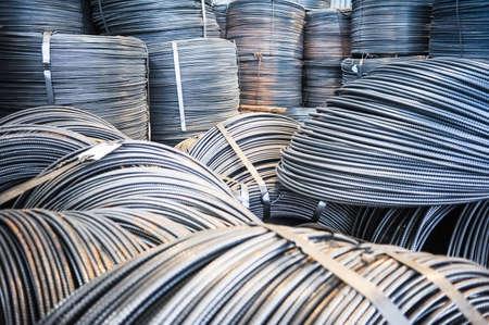 fil de fer: Rolls de raccords métalliques d'aluminium (armature en acier). Lourd production de l'industrie