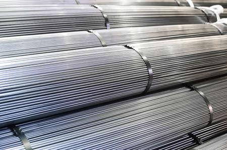 Gestapelde aluminium metalen staven