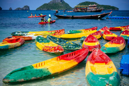 angthong: View of kayaking boats and fishing boats near one of the islands of Angthong national marine park in Thailand Stock Photo