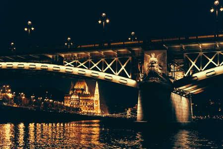 부다페스트, 헝가리에서 마가렛 다리의 야경. 스톡 콘텐츠