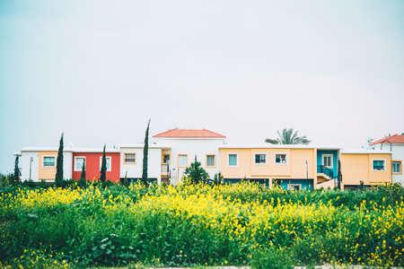 사이 프 러 스에있는 마을 중 하나의 그림보기.
