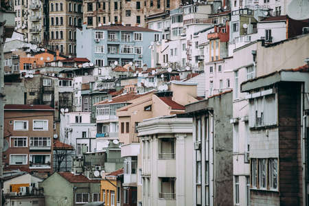トルコ、イスタンブール、ベイオールの建物の眺め。