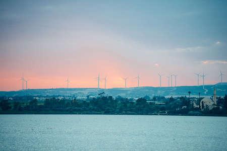 夕日を見られる風車電気発電所のビュー。