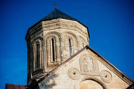 Nikortsminda 대성당은 조지아주의 Racha 지역 인 Nikortsminda에 위치한 조지아 정교회입니다. 스톡 콘텐츠
