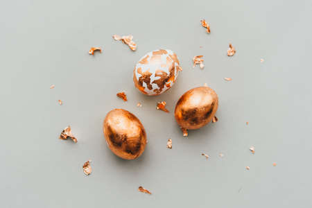 Modern style easter eggs coated with golden foil. Reklamní fotografie - 96908244