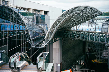 View of Kyoto central station in Kyoto, Japan. 新聞圖片