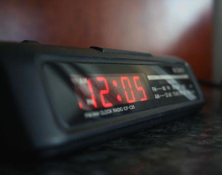 遅く目を覚ます
