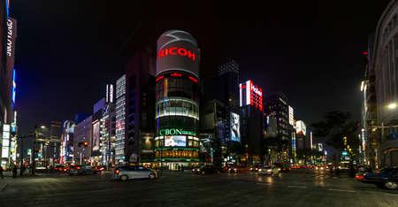 東京, 日本 - 2010 年 6 月 28 日 - 東京の銀座地区建物特性佐内 報道画像